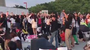 韓国グループBTSのファン(army)の民度が低すぎて住民が大迷惑!